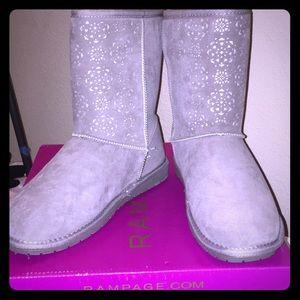NWT. Gray fuzzy boots.